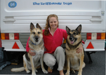 Gina, Jerry Lee, and Holly with The Driftaway Dogs caravan