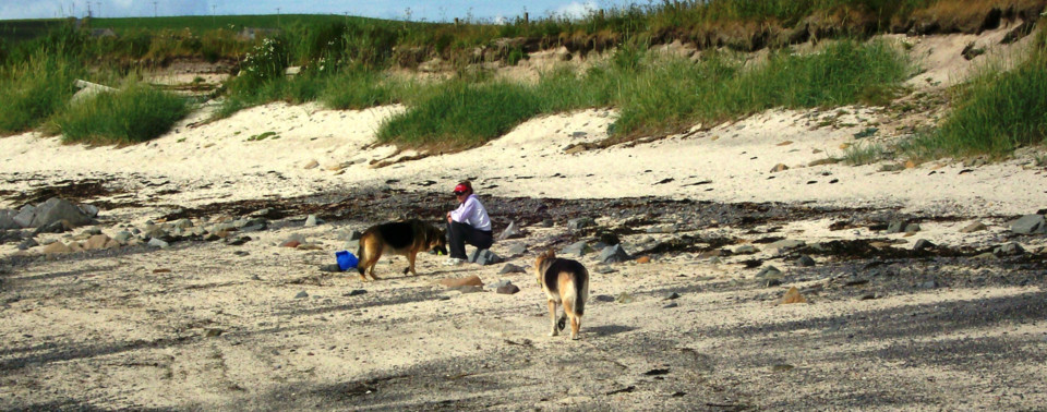 Gina, Jerry Lee, and Holly on Limbo Beach, Orkney